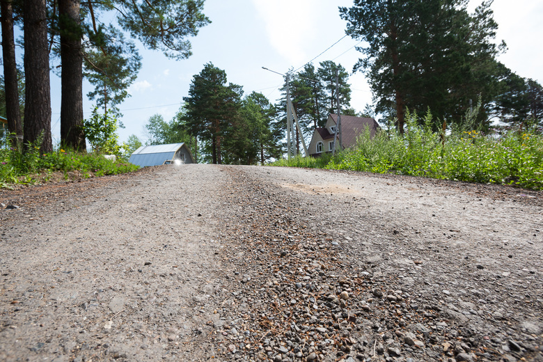 Асфальтовая крошка от ремонта Ленина пошла на отсыпку дорог на окраине города (фото)