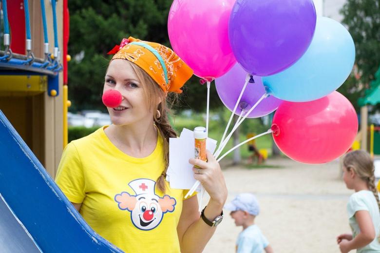 Выходные: парад милосердия, школьный переполох и день клоунов
