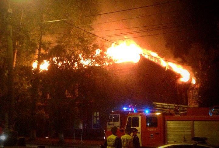 В Томске сгорел дом по ул. Вершинина 14, памятник архитектуры
