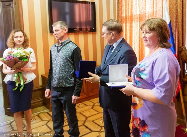 Семья Барановых на вручении знака «Родительская доблесть» в 2018г