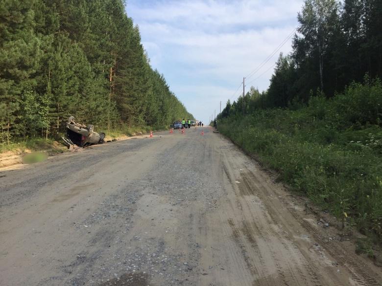 Появились фото смертельного ДТП в Томской области, в котором погибли два парня и девушка