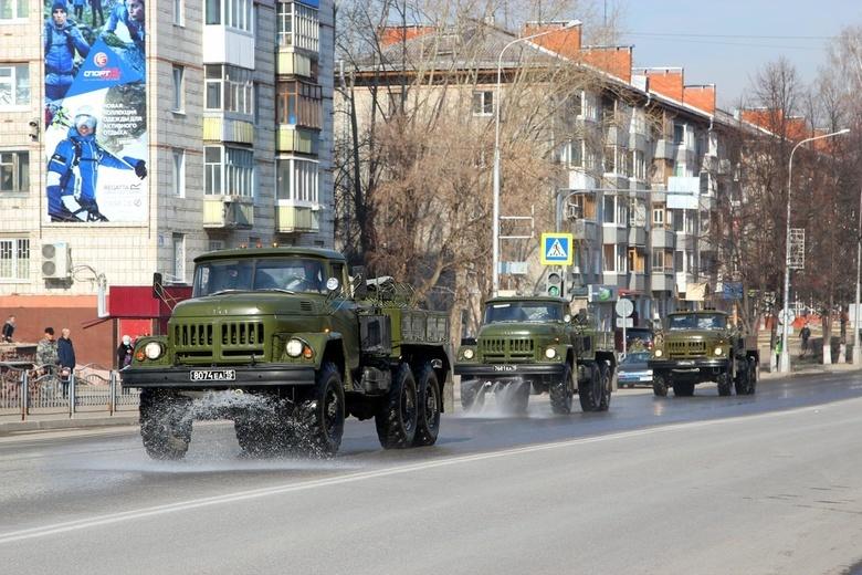 Северские военные начали дезинфицировать улицы при помощи распылителей