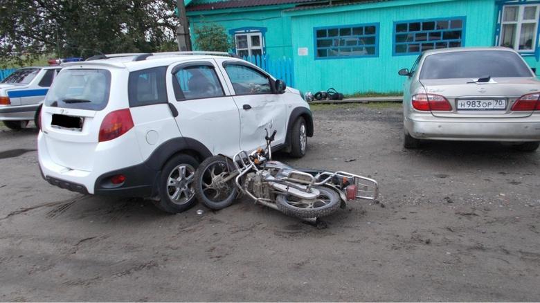 Подросток на мотоцикле без прав столкнулся с иномаркой в Томской области