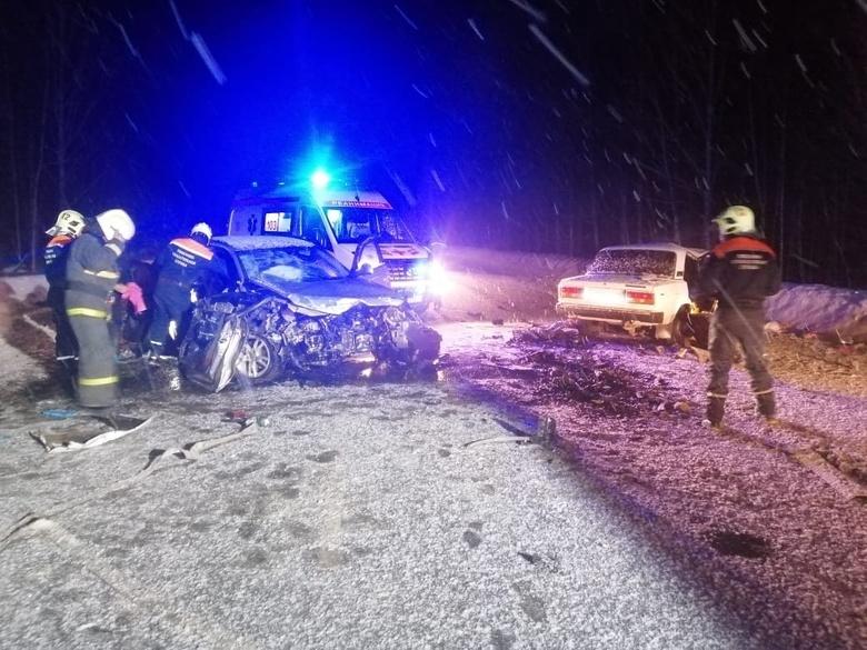 Водитель ВАЗа погиб при столкновении с Audi на томской трассе