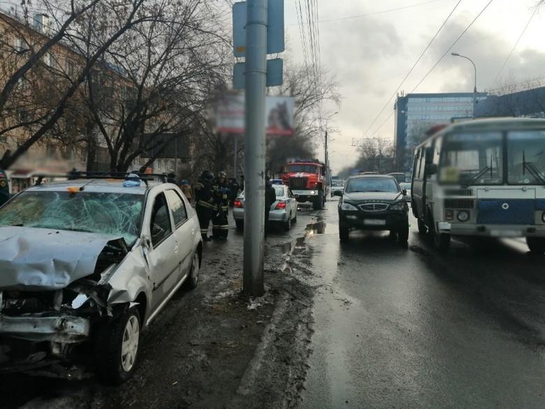 УМВД: сбивший толпу пешеходов на пр.Фрунзе мужчина не имеет водительских прав
