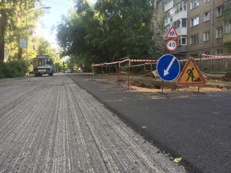 Свежеуложенный асфальт на Тверской сняли томские коммунальщики из-за дефекта на сетях