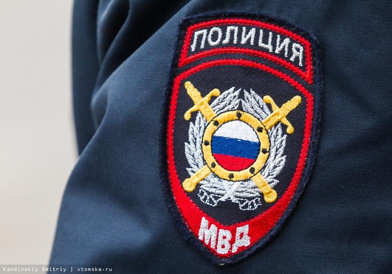 Полиция силой задержала в северском ТЦ мужчину без маски