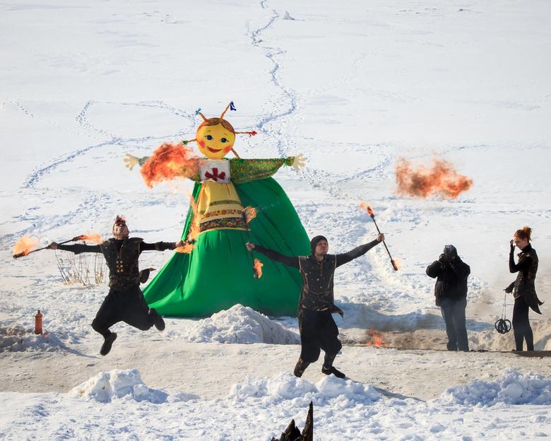 Масленица в Томске: национальная кухня, пиротехническое шоу и сжигание 6-метрового чучела