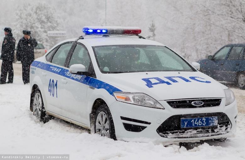 Лобовое ДТП с участием двух КамАЗов и Toyota произошло на томской трассе