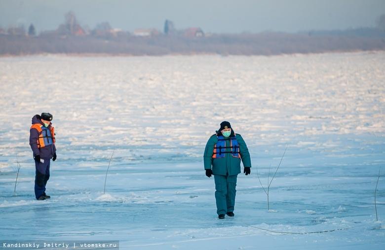 Останьтесь на берегу: чем опасен неокрепший лед и что делать, если вы провалились в воду