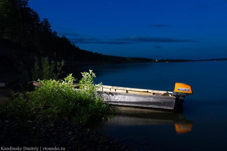 В Колпашевском районе ночью перевернулась лодка, спасатели ищут троих мужчин