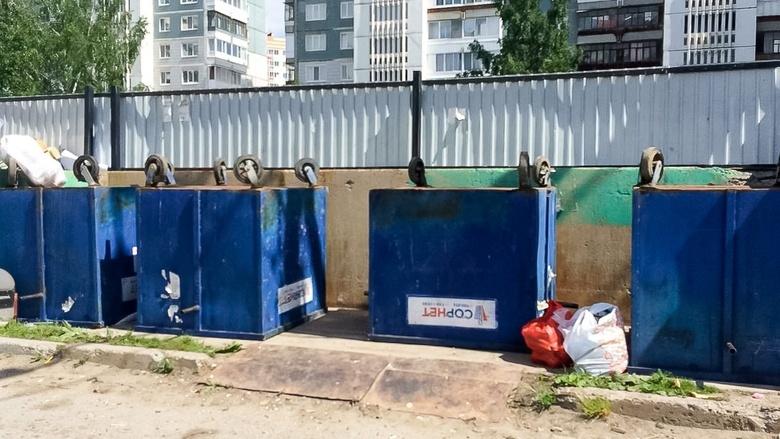 Мусорный бунт: в томских дворах переворачивают баки для сбора отходов