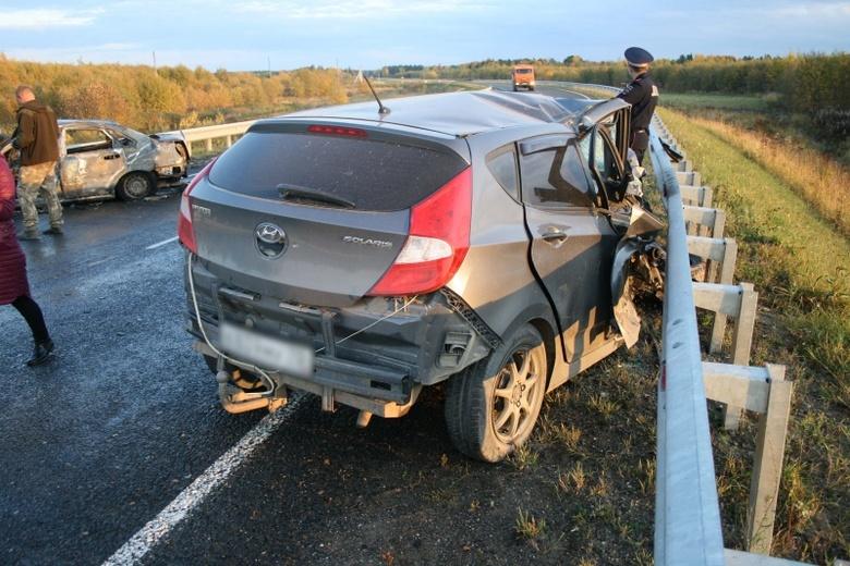 Chevrolet сгорел на трассе в Томской области после ДТП с Hyundai