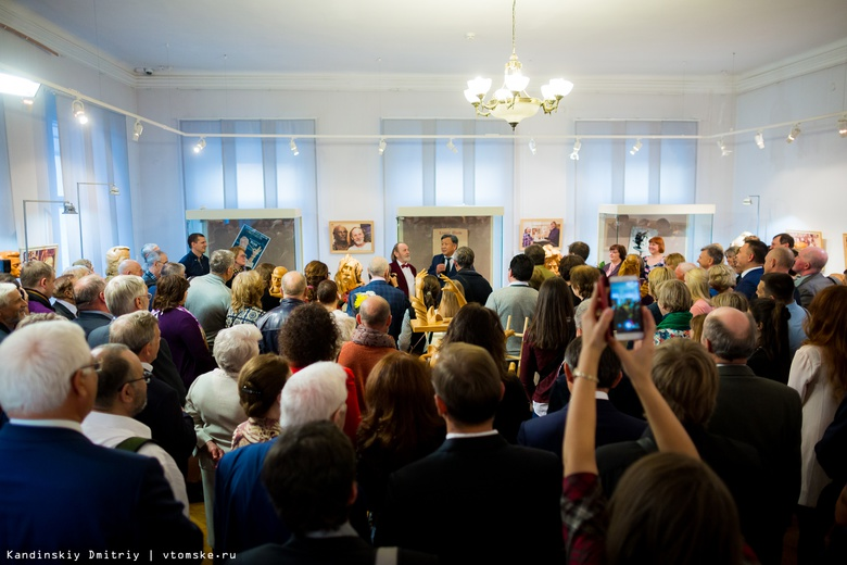 Выставка «Зазеркалье Усова» в честь 70-летия томского скульптора открылась в худмузее