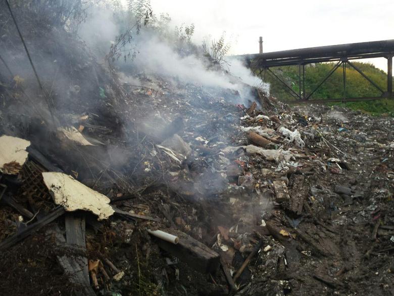 Мэрия Томска ликвидировала тлеющую свалку на Каштаке