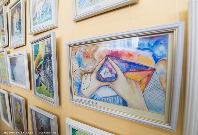 Житель Колпашево украл 5 картин из библиотеки, чтобы украсить свою квартиру