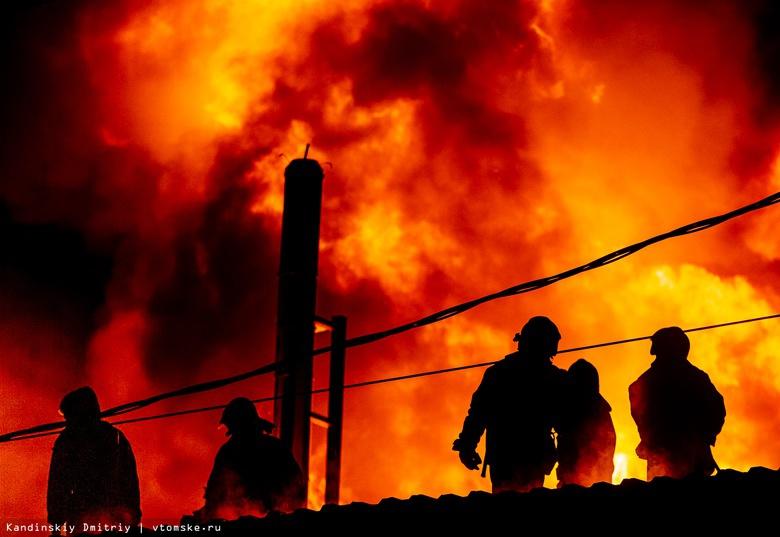 Разбушевавшийся огонь: крупный пожар на складе под Томском потушили спустя 4,5 часа