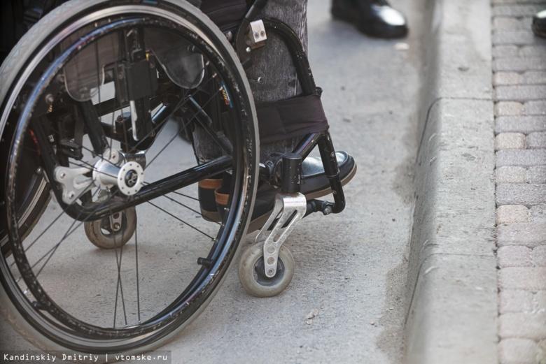 Под Новосибирском инвалидам-колясочникам пришлось самим чистить дорогу от снега