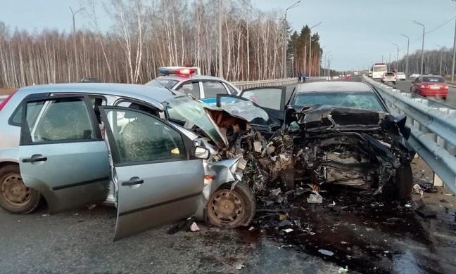 Один погиб и трое пострадали в ДТП на трассе из Томска в аэропорт