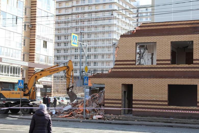 Самострой у томского «Киномакса» начали сносить по решению суда