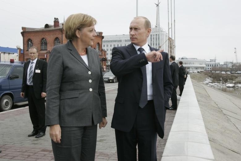 Путин и Меркель во время экскурсии по Томску любуются ледоходом