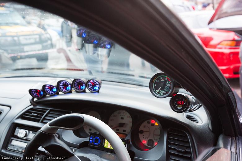 Автонаклейки с призывом заглушить двигатель во время стоянки появятся в Томске в июне