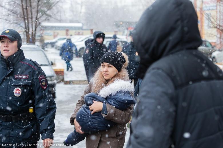 Более 60 человек спасли пожарные из горящего дома на Ивана Черных