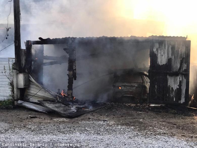 Крыша дома, гараж и ВАЗ сгорели в результате пожара в Томске