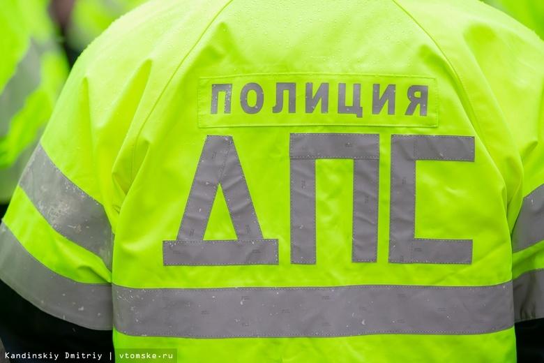 Иномарка врезалась в опору ЛЭП в Томске. Погиб водитель