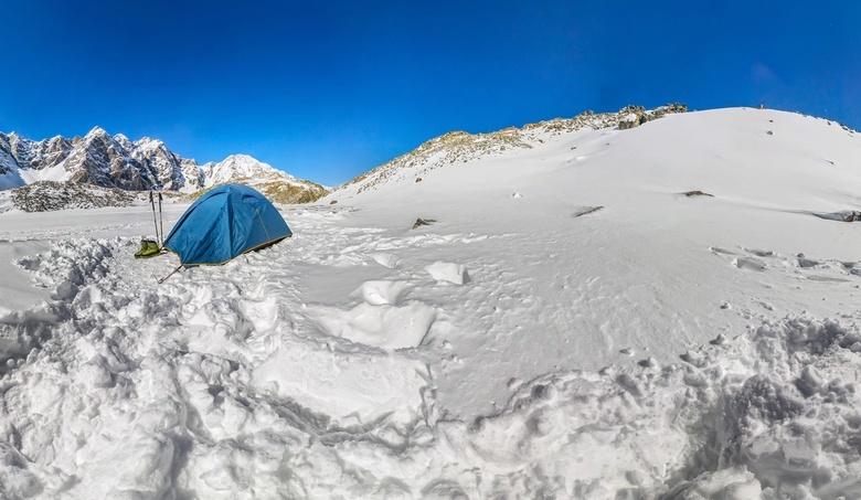 Незрячий альпинист из Томска пережил лавину в горах Памира