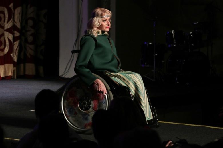 Мода для всех: в Томске прошел показ коллекций одежды для людей с инвалидностью