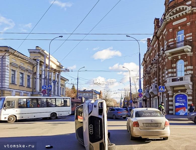 Сильная пробка образовалась на Ленина из-за ДТП у здания мэрии