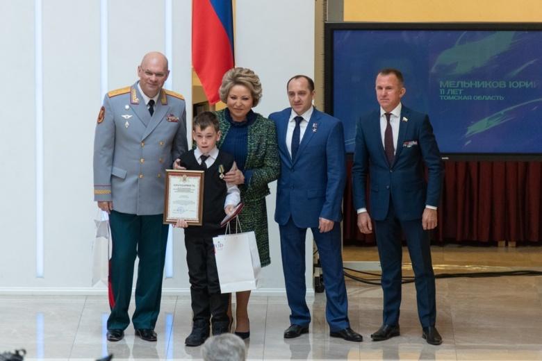 Спасшему тонущую племянницу томичу вручили медаль «За мужество в спасении»