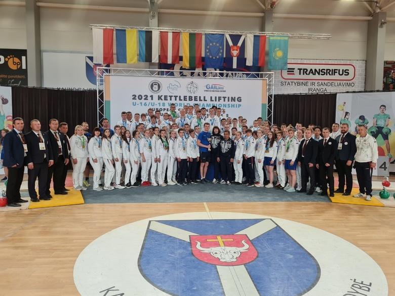 Томичи вернулись с наградами с первенства мира по гиревому спорту