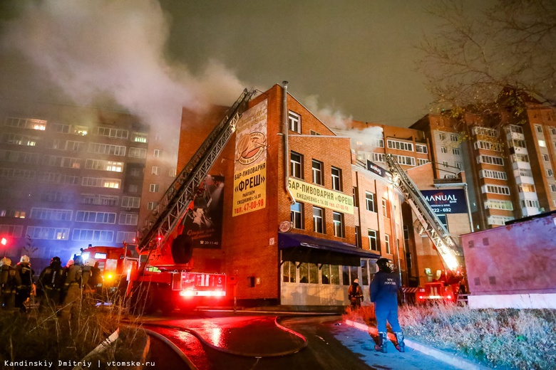Пожар вспыхнул в здании на Каштаке в Томске, где находятся стриптиз-клуб и кальянная