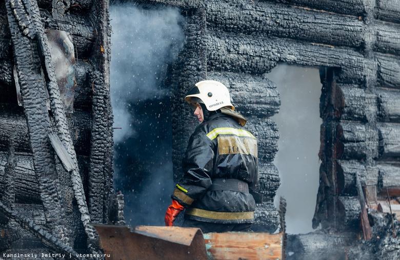Два дома сильно пострадали от огня в Моряковском Затоне