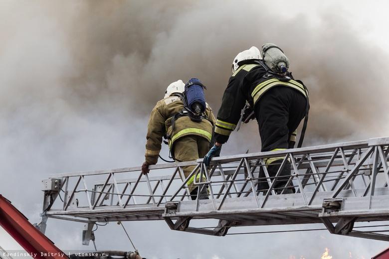 Жилой дом горит на Ивана Черных в Томске