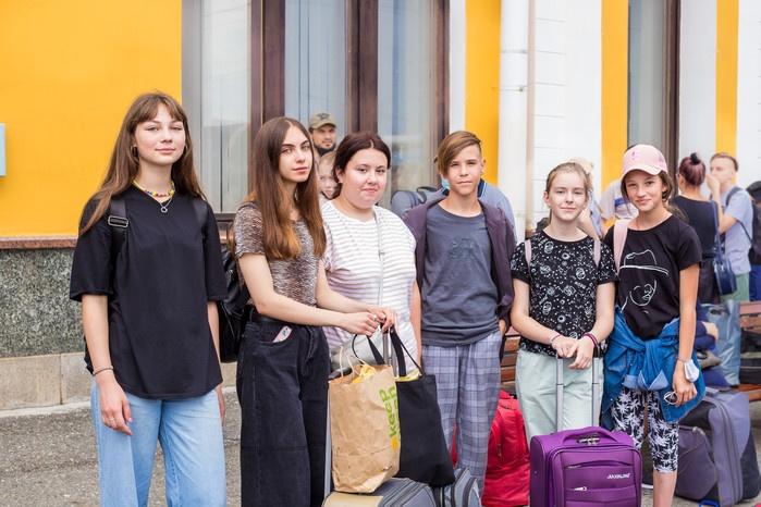 Почти 200 юных томичей отправились на Черное море по социальным путевкам