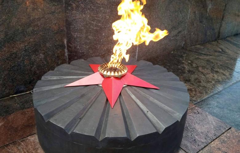 Специалисты заменили газовое оборудование Вечного огня в Лагерном саду