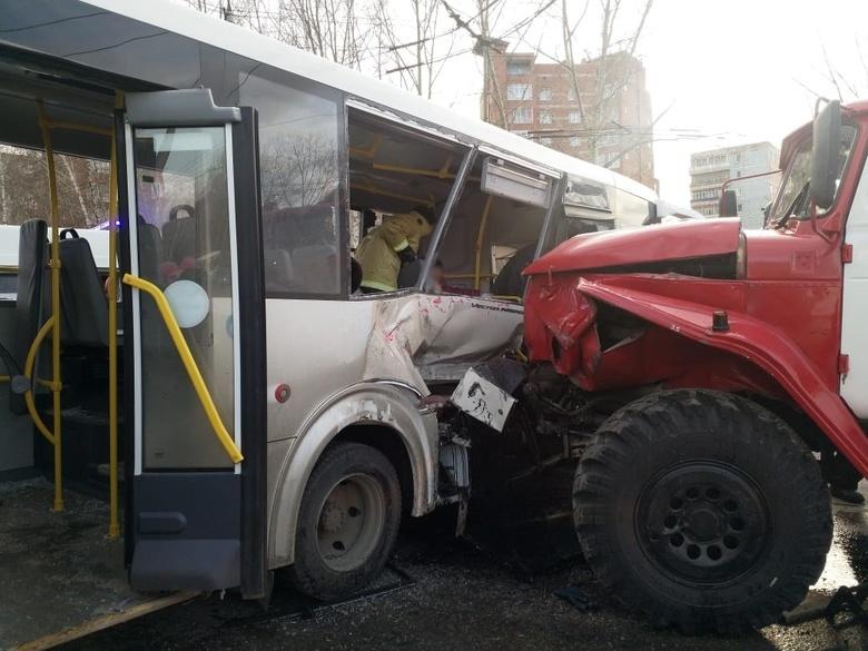 Томичка рассказала подробности столкновения автобуса и пожарной машины
