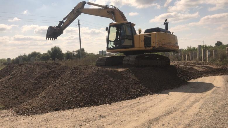 Жители томской деревни Петрово снова не могут попасть домой из-за разрытой дороги