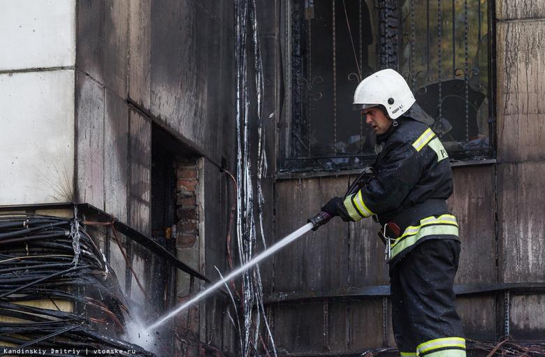 Пожарные спасли 11 человек из задымленного здания Росреестра в Томске
