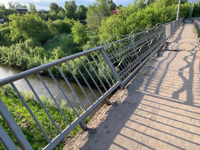 Народные новости: перейти мост и не свалиться в Ушайку