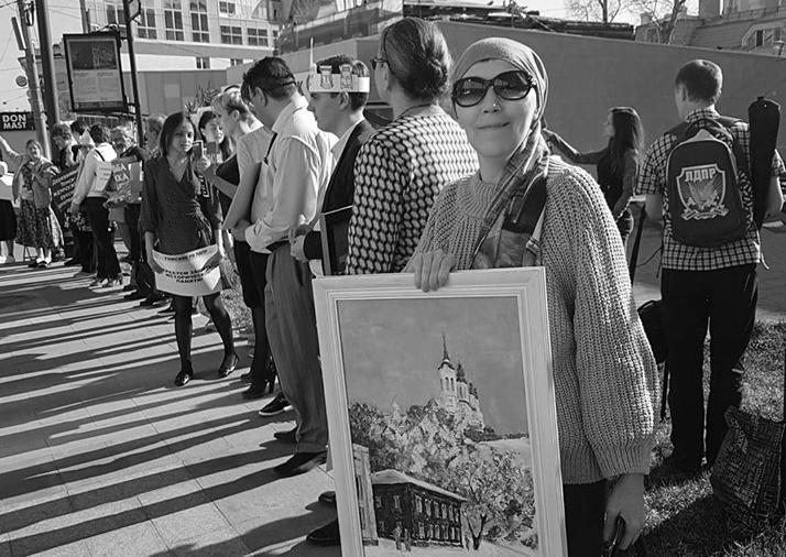 Ирина Байгулова на пикете в защиту деревянного зодчества в мае 2019 года