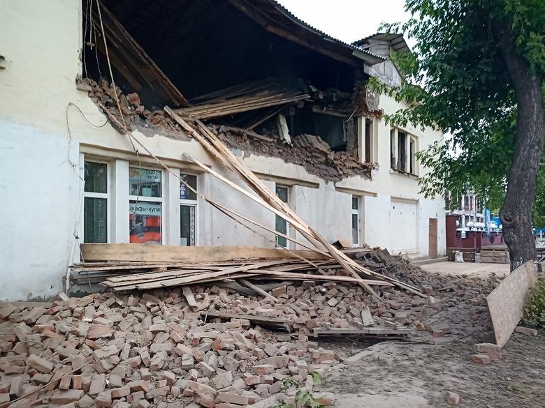 Стена обрушилась в здании недалеко от Фрунзенского рынка в Томске