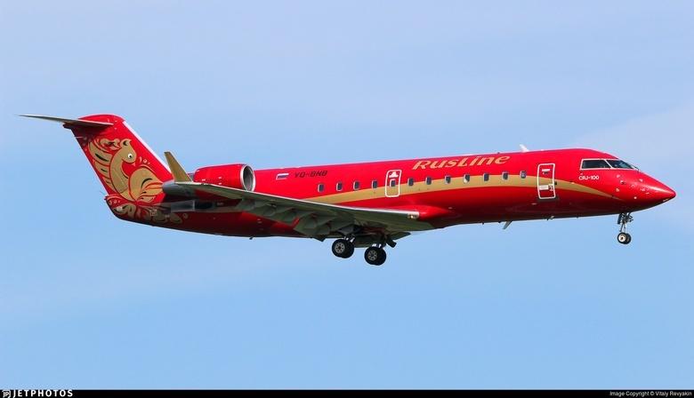 Самолет Bombardier CRJ-100ER, который летает по маршруту Томск — Екатеринбург