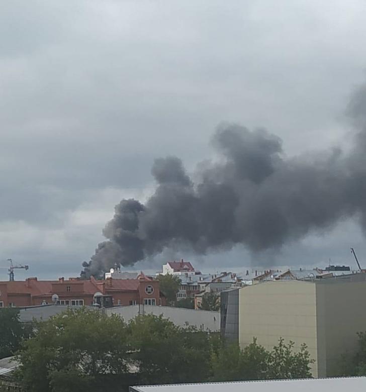 Крышу томского бизнес-центра на пр.Ленина потушили