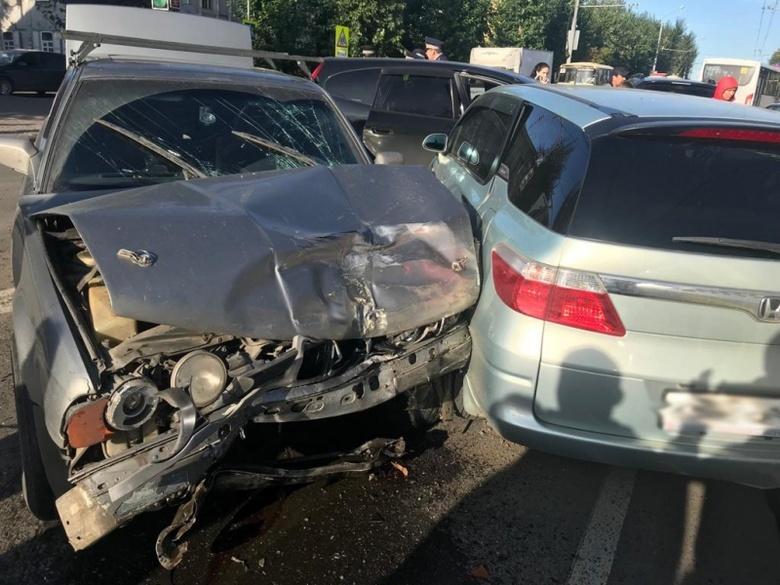Женщина пострадала при столкновении 5 машин на ул.Пушкина