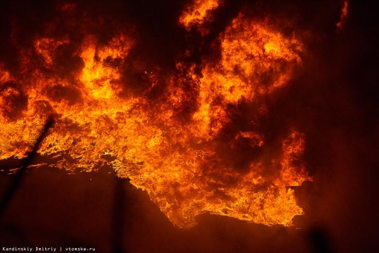 Заброшенный дом сгорел на пр. Комсомольском в Томске