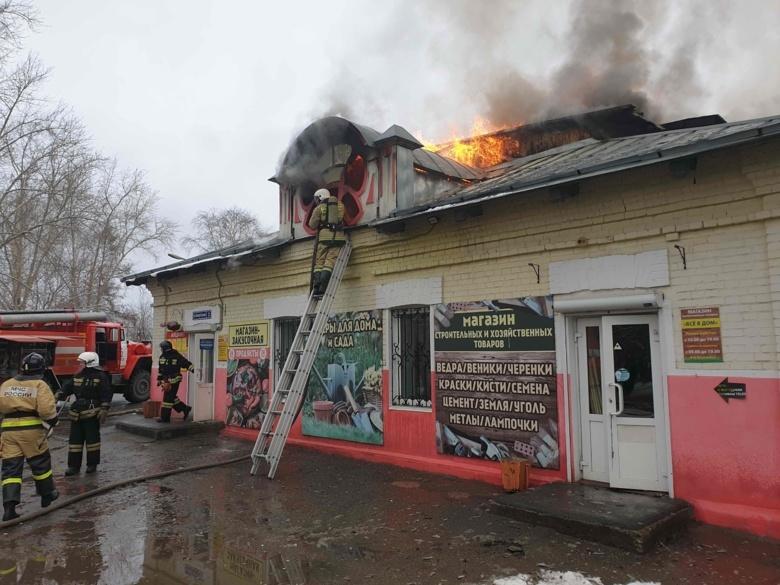 Пожар произошел в магазине напротив томской психбольницы